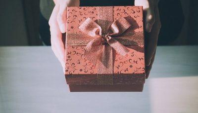 Cadeautje geven en bedenken